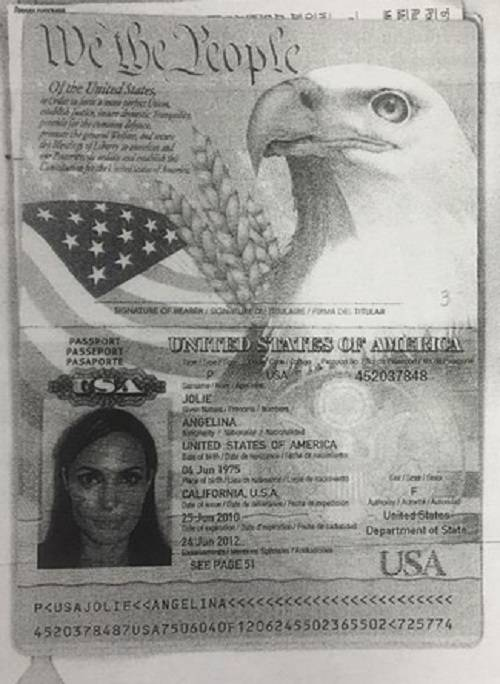 паспорт Анжелины Джоли
