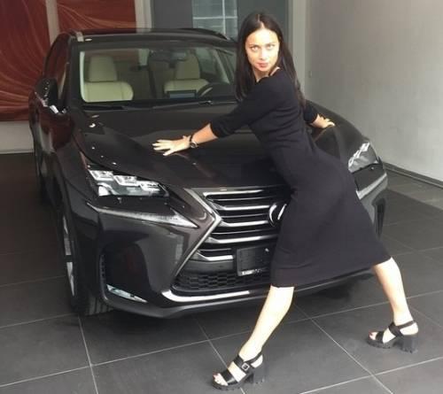 Настасья Самбурская и её машина