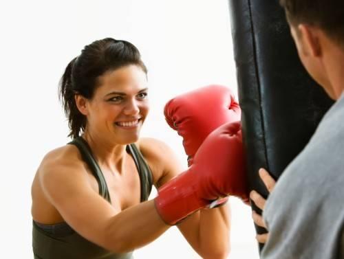 Боксирующая девушка