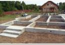 С чего начать строительство дома из бревен — последовательность работ