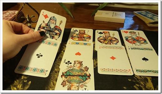 Как раскладывать карты?