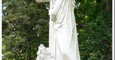 Как выбрать мраморный памятник на могилу?